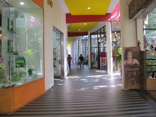 Cihampelas Walk - lorong pertokoan