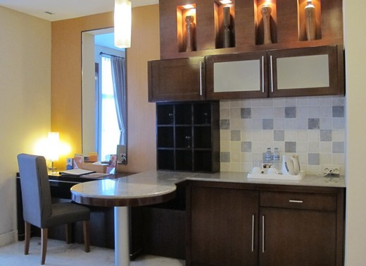 Grand Serela - Pantry and desk in Deluxe Suite