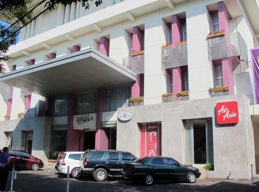 Hotel Grand Serela - parking lot & entrance