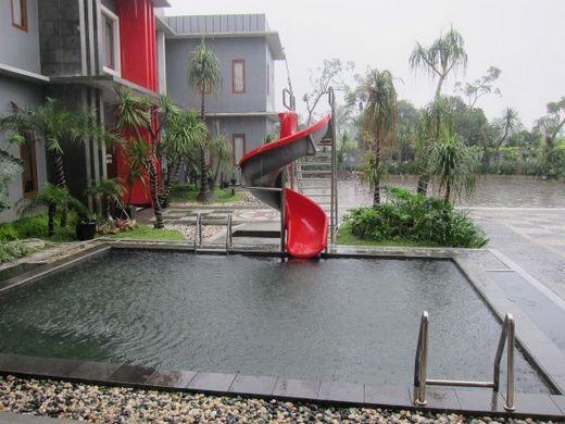 Swimming Pool-Mirda Gratia