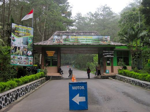 Tangkuban Perahu - the front gate