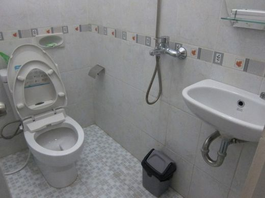 kamar mandi-Mirda Gratia
